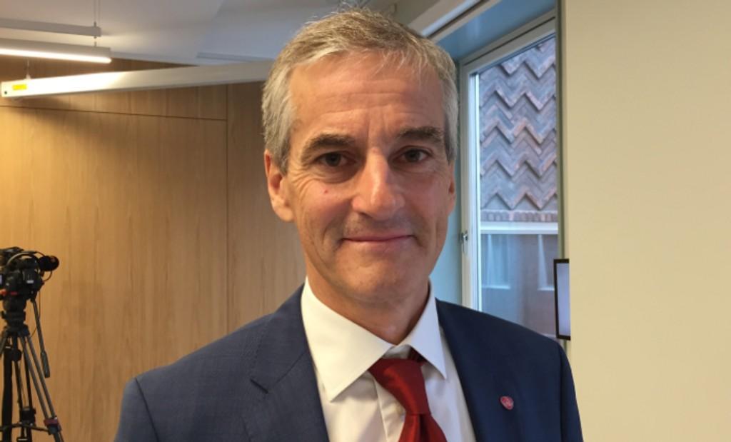 89 DAGER TIL VALGET: Ap-leder Jonas Gahr-Støre sier tiggere må behandles med respekt. Her er han i Aps nye presserom på Youngstorget.