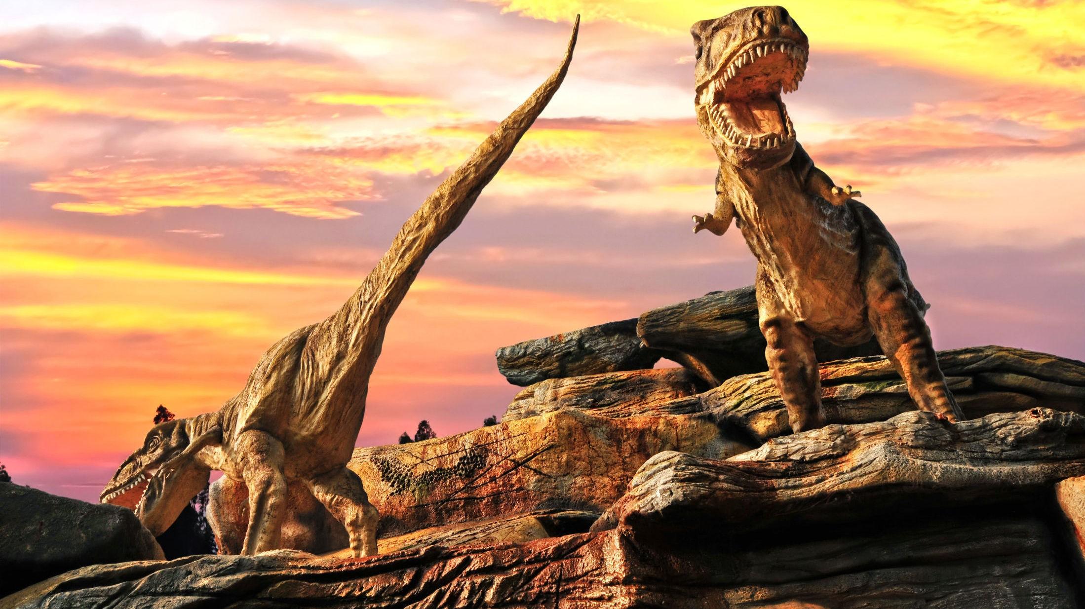 SKREMMENDE: I 30 millioner år holdt dinosaurene seg unna ekvator. Klimaet her var så brutalt at bare små kjøttetere kunne overleve. På den tiden var nivået av karbondioksid 4-6 ganger høyere enn i dag. Siden den industrielle revolusjon har mengden CO2 i atmosfæren mer enn doblet seg, og gitt en global temperaturøkning på 0,85 grader. Men utslippene fortsetter å øke. Med dagens tempo vil gjennomsnittstemperaturen på jorden stige med mellom 4 og 6 grader før århundret er omme. En overveldende majoritet av klodens fattigste mennesker lever nå langs ekvator.