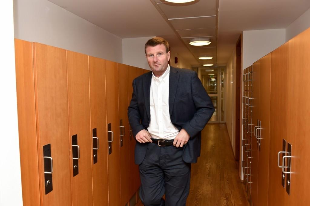 NRK-profil Jon Gelius tar nabofeiden til retten.