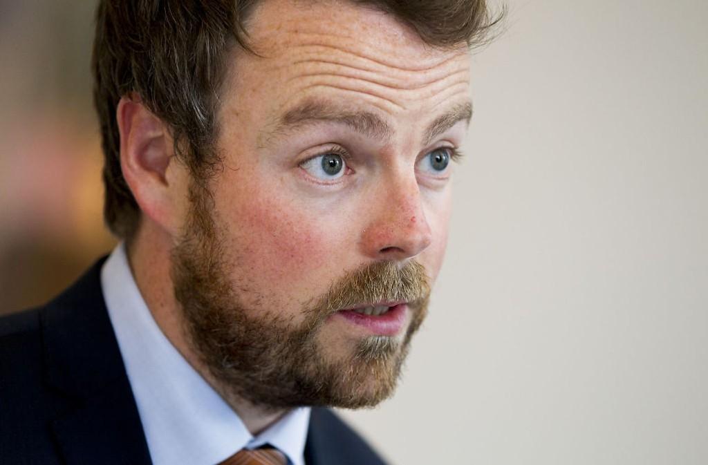 Torbjørn Røe Isaksen (H) innfører strengere fraværskrav.