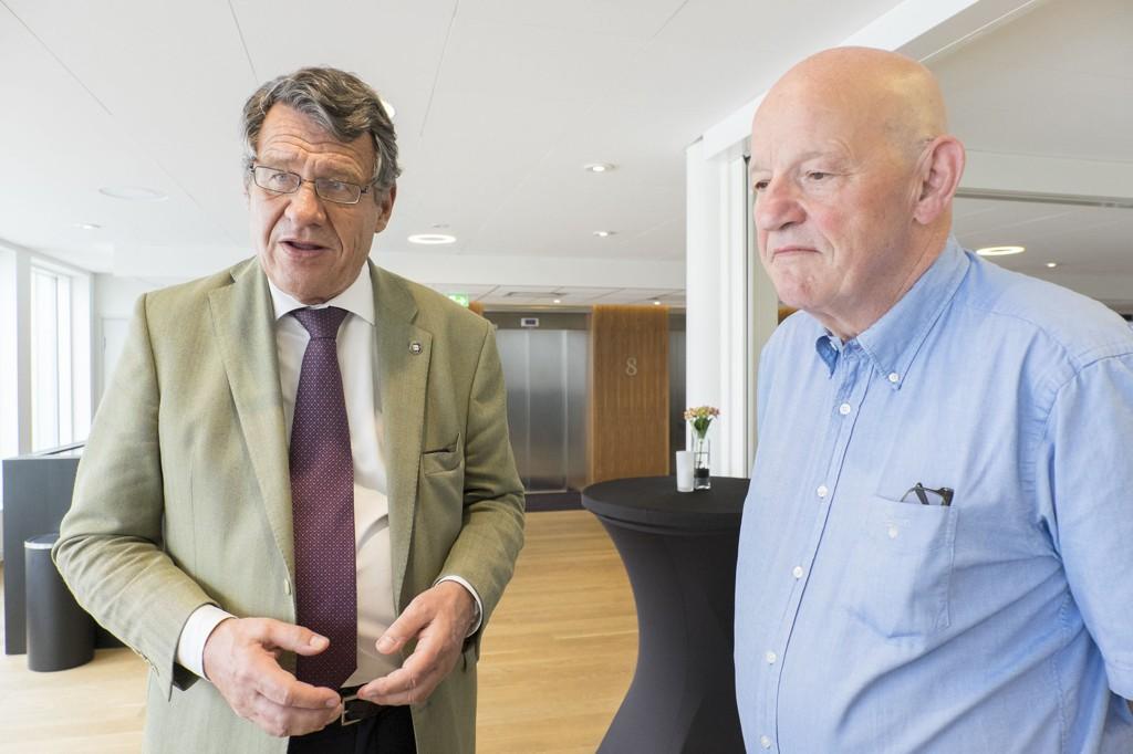 VIL FORTSETTE: Tidligere førstelagmann Nils Erik Lie, her sammen med advokat Cato Schiøtz, mener det ikke er noe hinder for at saker som dette fortsetter selv om den det gjelder er død.