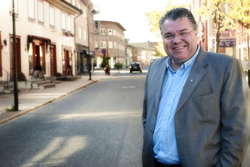 STERKT UENIG: Stortingsrepresentant Morten Wold (Frp) mener KrFs forslag om å korte inn på skjenketiden fra 03 til 02, er et brudd på samarbeidsavtalen.