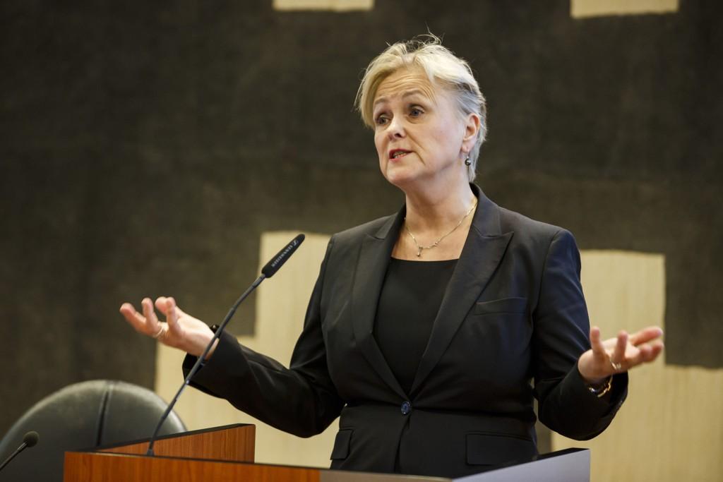 Kulturminister Thorild Widvey presenter Stortingsmeldingen om allmennkringkasting. Foto: Heiko Junge / NTB scanpix