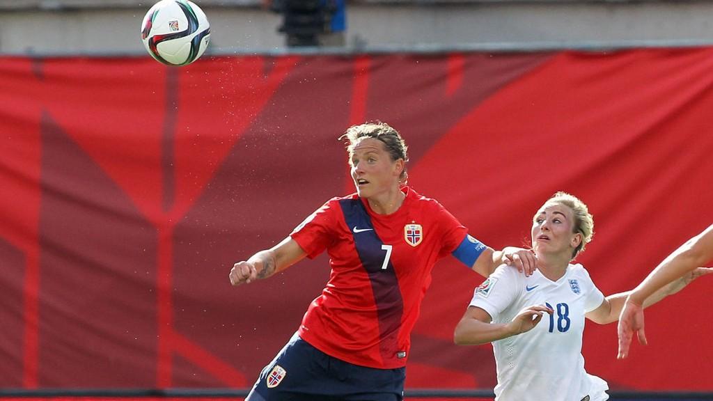 SKADET: Trine Rønning måtte byttes ut i pausen på grunn av lårproblemer.