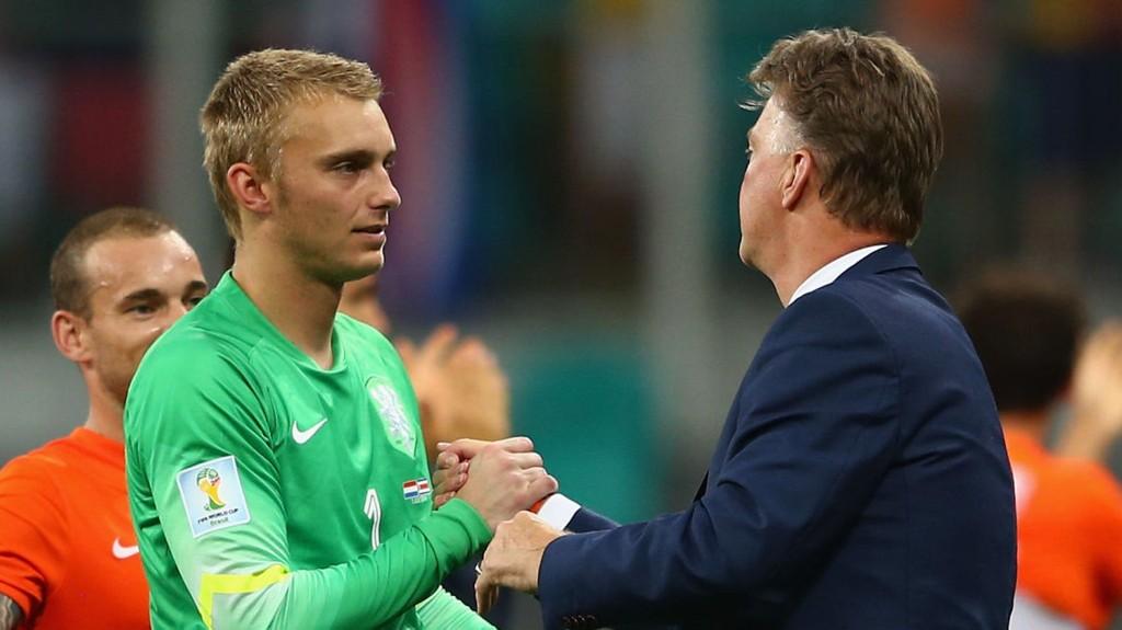 United-manager Louis van Gaal kan komme til å ville hente Jasper Cillessen i sommer som erstatter for David de Gea som trolig er på vei til Real Madrid.