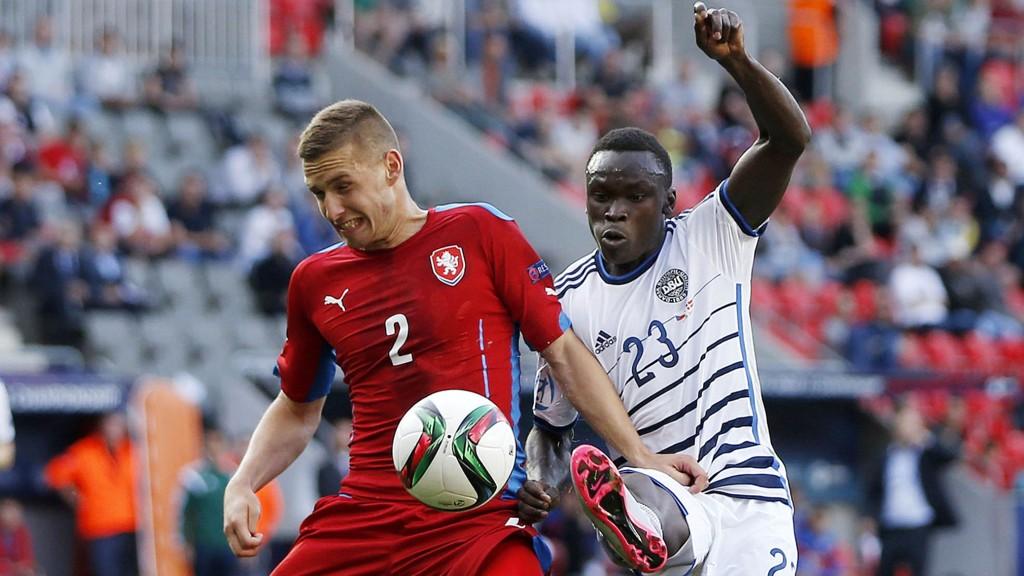 Midtjyllands Pione Sisto (til høyre) ble matchvinner for Danmark i åpningskampen mot Tsjekkia i U21-EM.