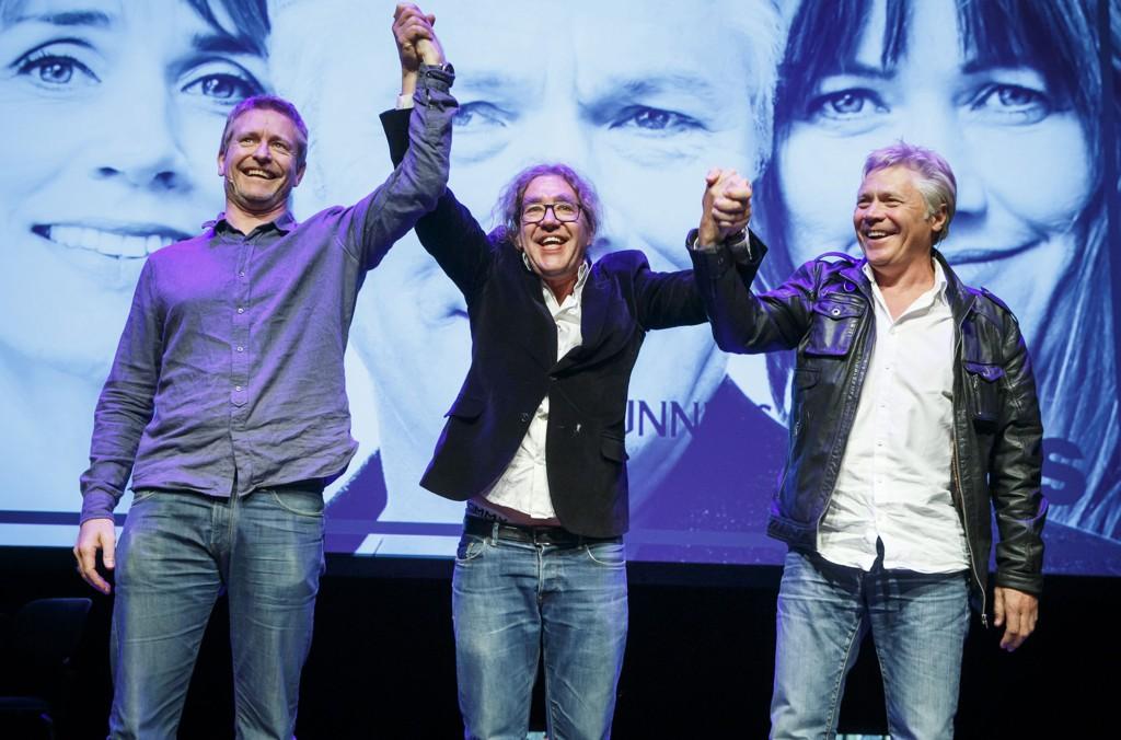 SAMFUNNETS STØTTER: Den danske regissøren Peter Langdal (i midten) sammen med skuespillerne Henrik Mestad (tv) og Kim Haugen på scenen under Riksteatrets presentasjon av høstprogrammet. Langdal har regissert Henrik Ibsens klassiker Samfunnets støtter.