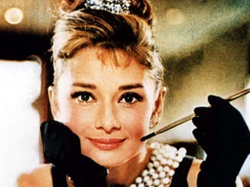 FILMSTJERNE: Audrey Hepburn ble et ikon med sine kjoler og sin fremtoning. Selv slet hun med ettervirkninger etter sulten under krigen.