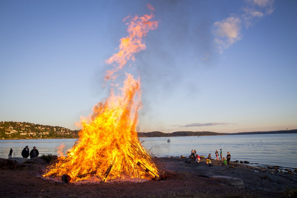 Sankthansbål på Ulvøya i Oslo i fjor.