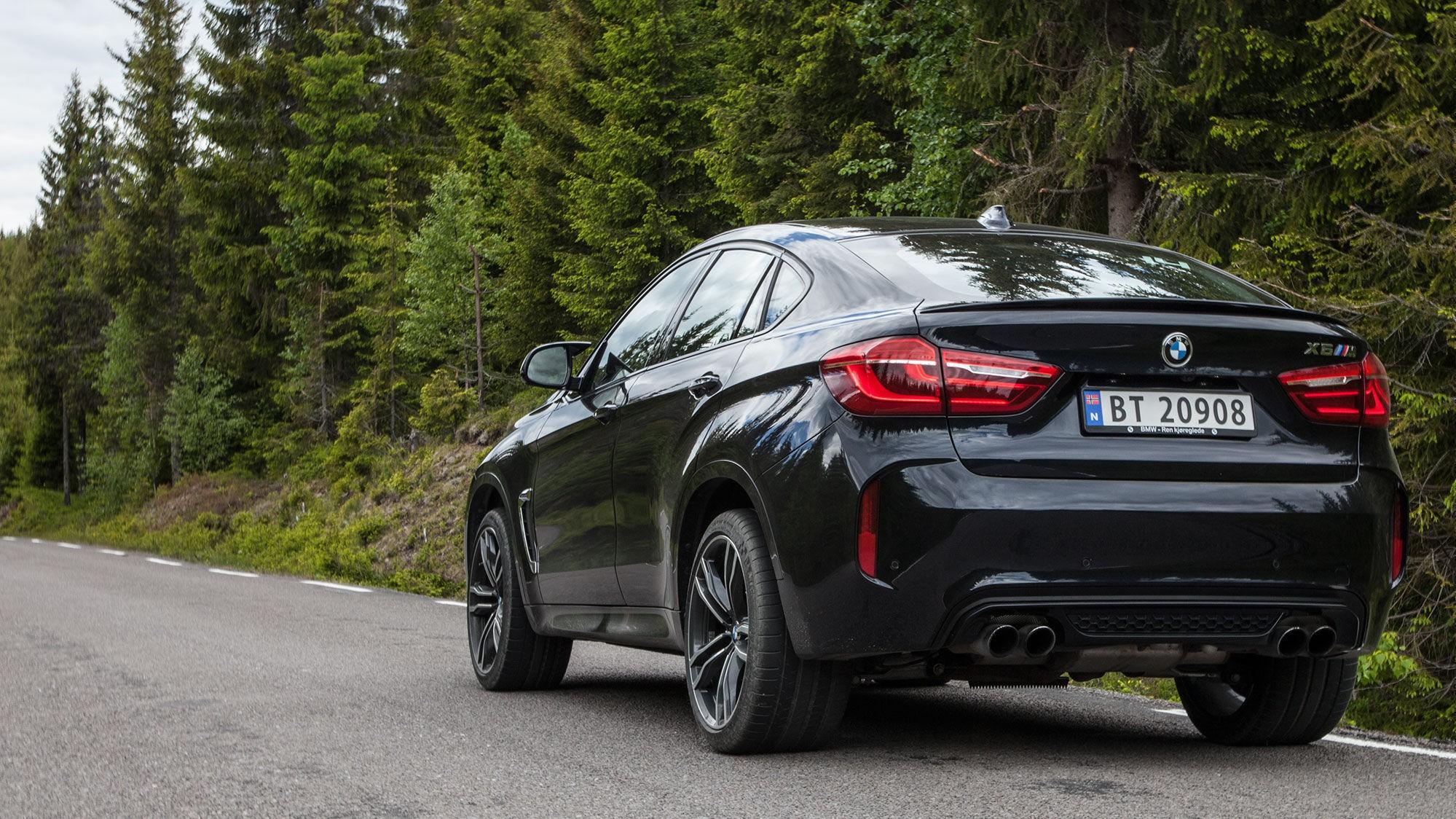 LITT AV ALT: Hvis du er ute etter en bil som er litt av alt, er X6 M bilen for deg. Den er litt coupé, litt SUV, litt praktisk og veldig, veldig rå.