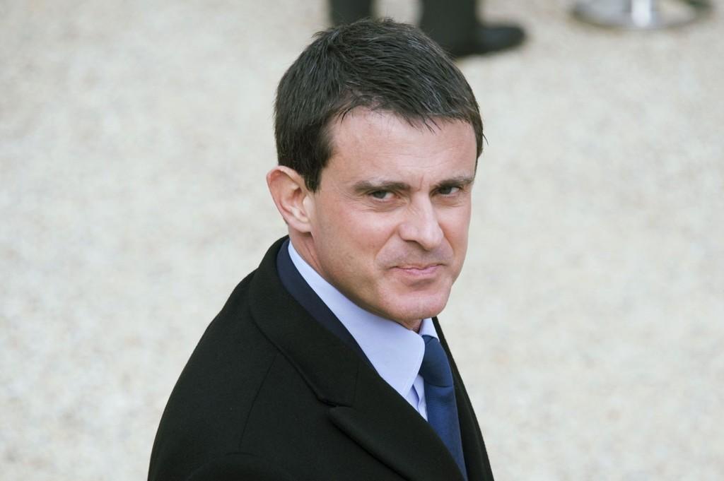 Frankrikes statsminister Manuel Valls sier franskmennene må forberede seg på flere angrep.
