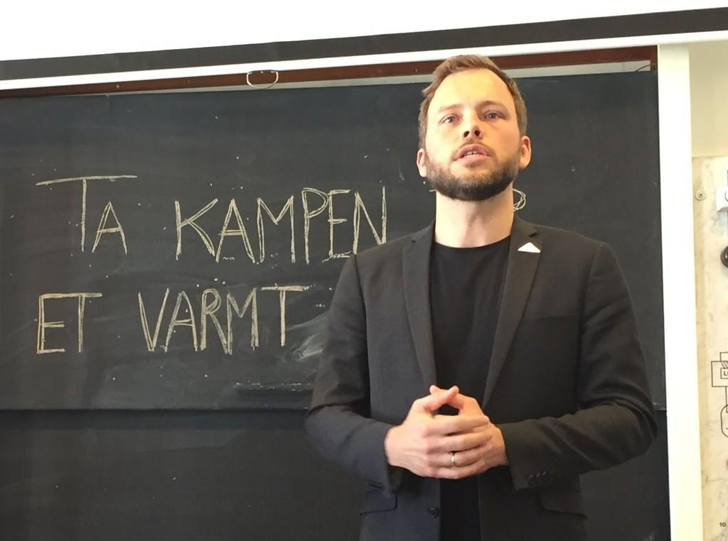 Audun Lysbakken mener at undersøkelsen viser at det er en tydelig kollisjon mellom de fleste politiske partiene og folket.