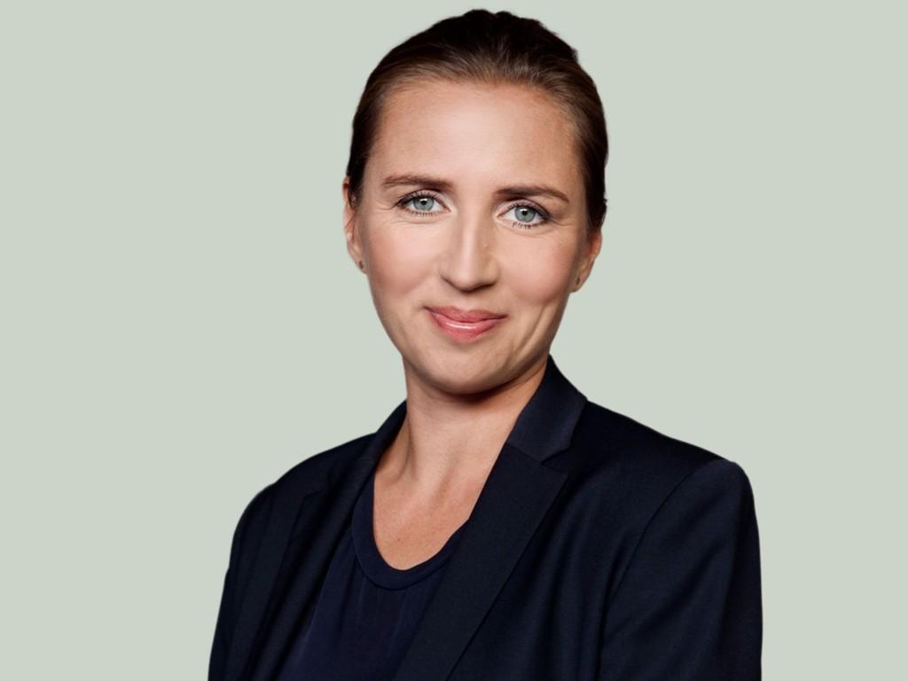 Mette Fredriksen velges som leder på et ekstraordinært landsmøte i Socialdemokraterne.