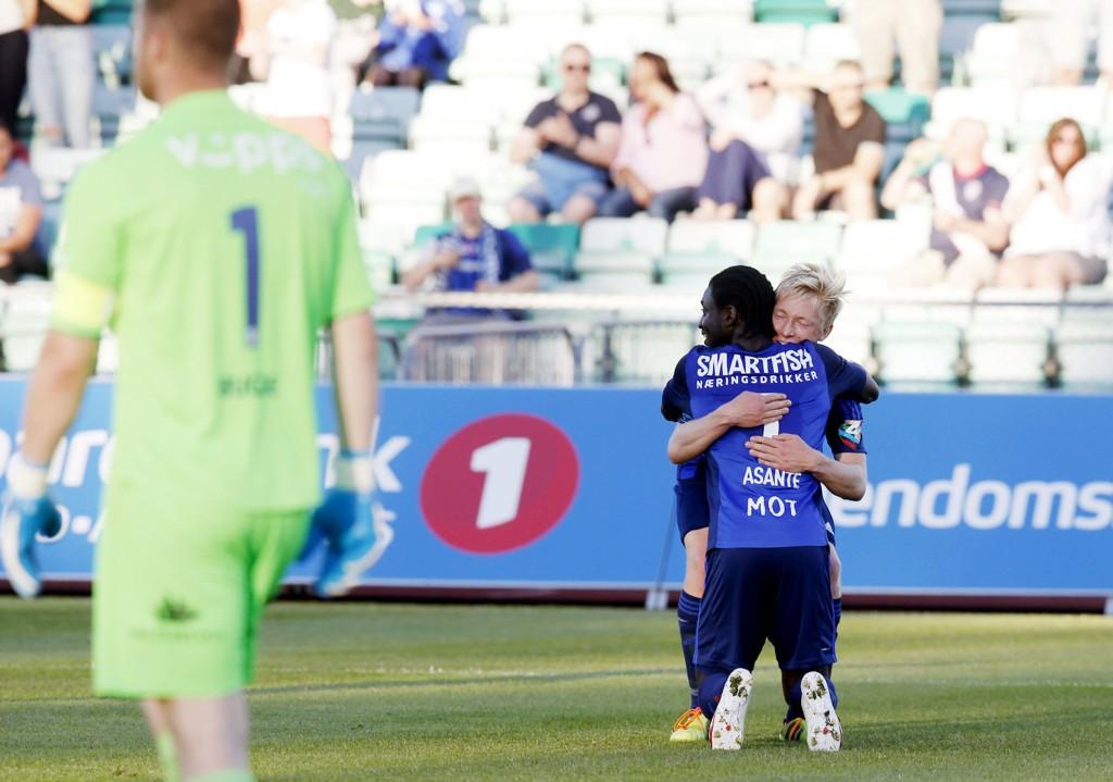 DRØMMEMÅL: Stabæks Ernest Asante og Birger Solberg Meling jubler etter 2-0, mens Strømsgodset keeper Espen Bugge Pettersen erkjenner et baklengsmål.