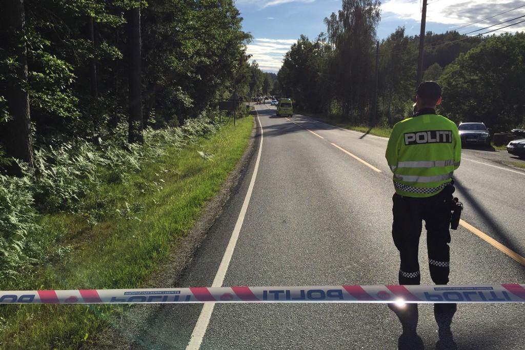 SPERRET AV: Moensletta i Risør er sperret av etter at det ble funnet en død person.