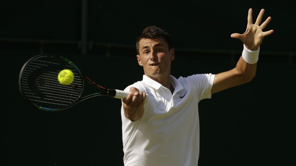 Bernard Tomic måtte ha fem sett for å slå ut Jan-Lennard Struff i første runde i Wimbledon.