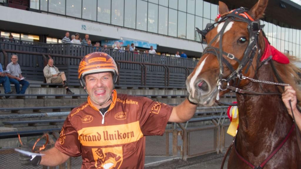Bjørn Steinseth kjører en av våre luringer i lunsjen torsdag. Foto: Anders Kongsrud/www.hesteguiden.com.