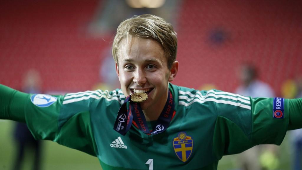 Keeperhelten Patrik Carlgren skadet seg i torsdagens bortekamp mot Vaasa og spiller ikke for AIK søndag.