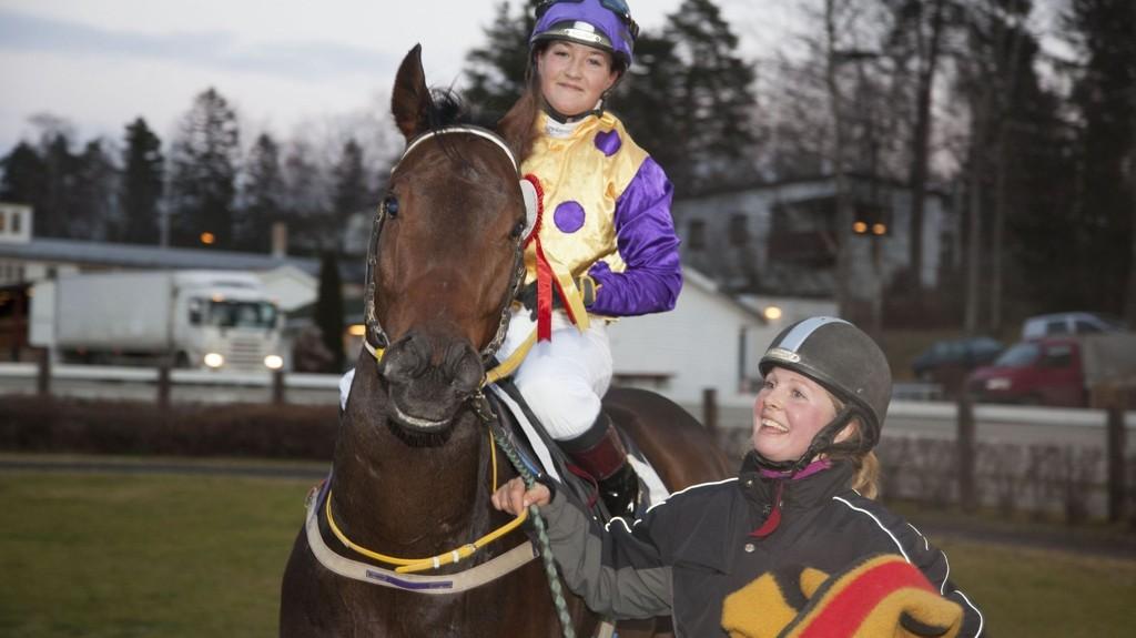 Josefin Landgren (her med Caribbean Line) under et tidligere løp på Øvrevoll. foto Roger Svalsrød_hesteguiden.com