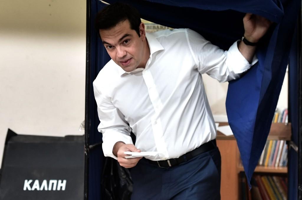 Statsminister Alexis Tsipras avga sin stemme søndag morgen.