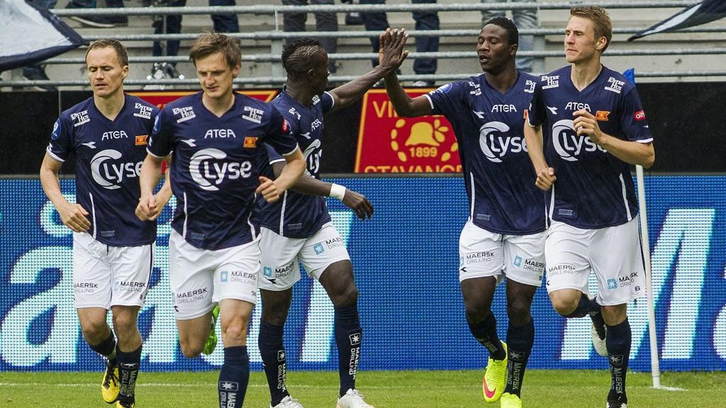 VANT: Viking jubler etter mål under eliteseriekampen i fotball mot Aalesund på Viking stadion lørdag.