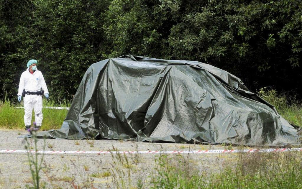 Dokka 20150709. En død person ble funnet i en brennende bil ved Torpeskogen nær Dokka i Oppland natt til mandag. Den døde er ikke identifisert. Foto: Per Zhang Skjønberg/Oppland Arbeiderblad / NTB scanpix