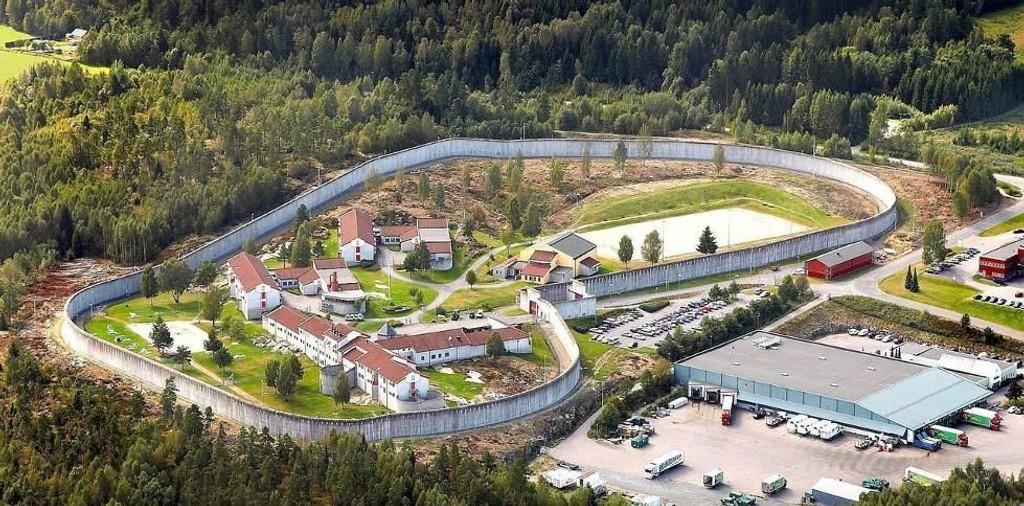 FULLT: Fungerende politimester Kjetil Woldstad bekrefter at det tidvis er et problem at det ikke er fengselsplasser i Skien fengsel.