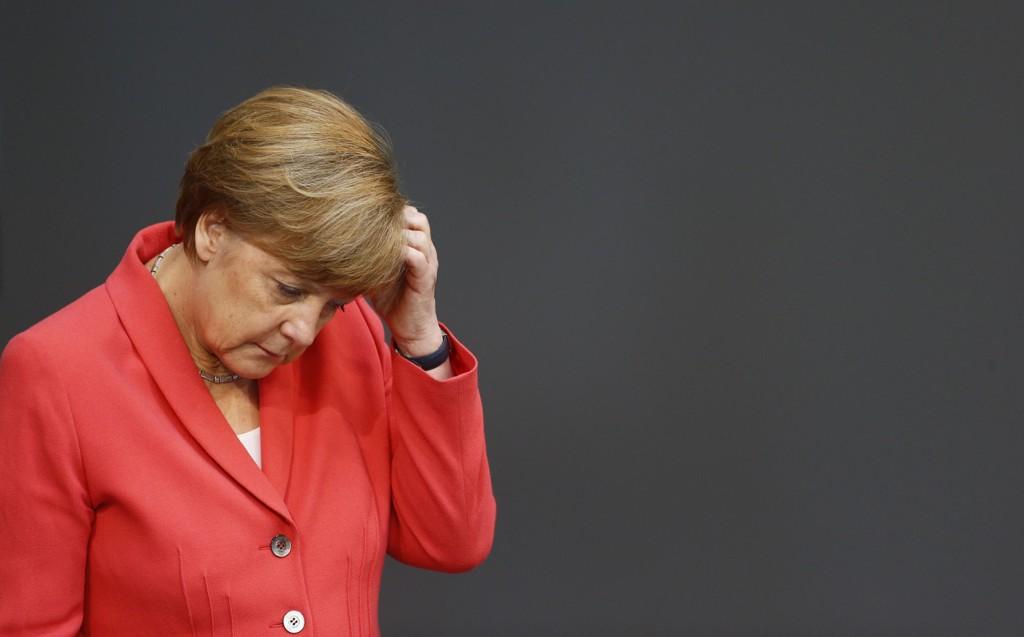 Statsminister Angela Merkel ber de tyske folkevalgte gå inn for forhandlinger om en ny gresk lånepakke.