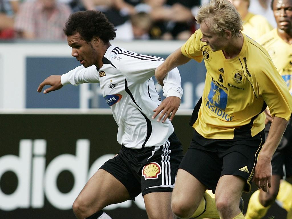 ILLUSTRASJONSBILDE: Raufoss-spiller i duell med Rosenborgs Daniel Braaten i 2007-cupen.