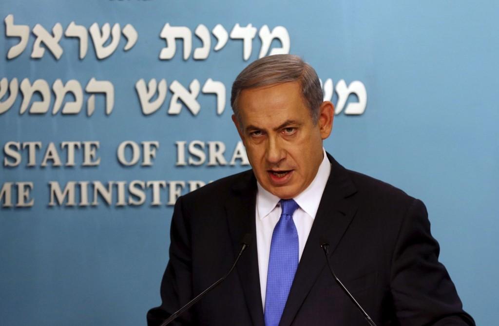 Israels statsminister Benjamin Netanyahu raser mot atomavtalen stormaktene har forhandlet fram med Iran og kaller den en historisk tabbe.