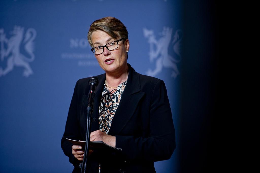 Klima- og miljøminister Tine Sundtoft tviler på at det blir en juridisk bindende klimaavtale i Paris.