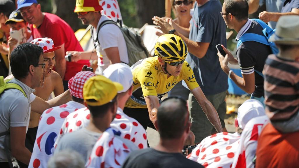 FORKASTELIG: Rittdirektør i Tour de France, Christian Prudhomme, går ut mot forkastelig oppførsel fra tilskuere. Lørdag fikk Chris Froome kastet urin på seg.