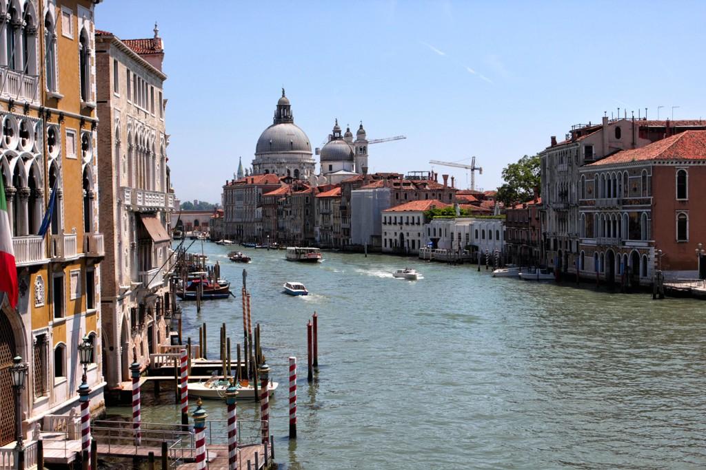 Omlag 70.000 mennesker besøker daglig Venezia.