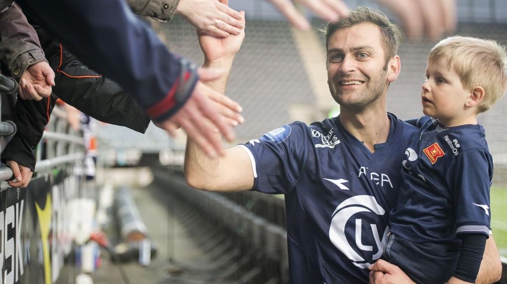 JAKTER NY KLUBB: Magne Hoseth har takket for seg på Viking stadion. Nå kan Kristiansund bli neste stopp for 34-åringen.