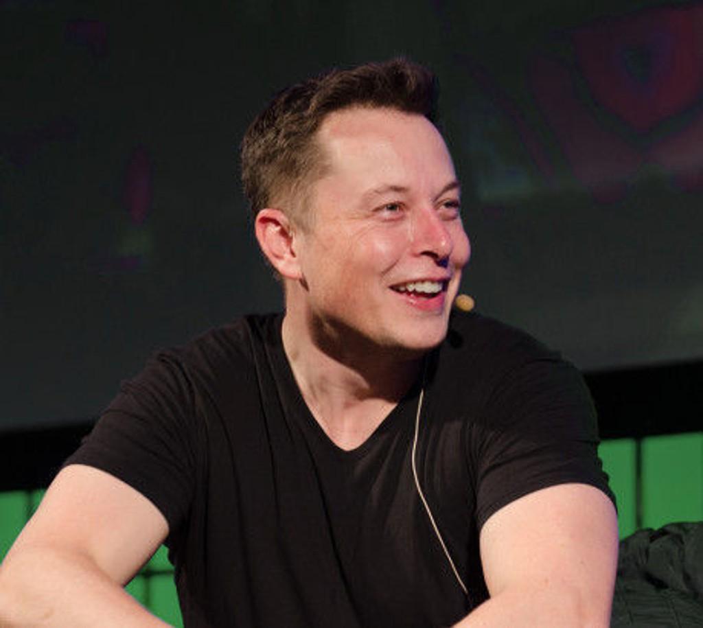 Tesla-grunnlegger Elon Musk tjente sine første store penger på PayPal, som i dag ble børsnotert for første gang.