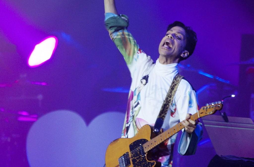 AKTUELL MED MUSIKKVIDEO: Rockeartisten Prince har engasjert seg i kampen mot politivold i USA. Her fra Roskildefestivalen i 2010.