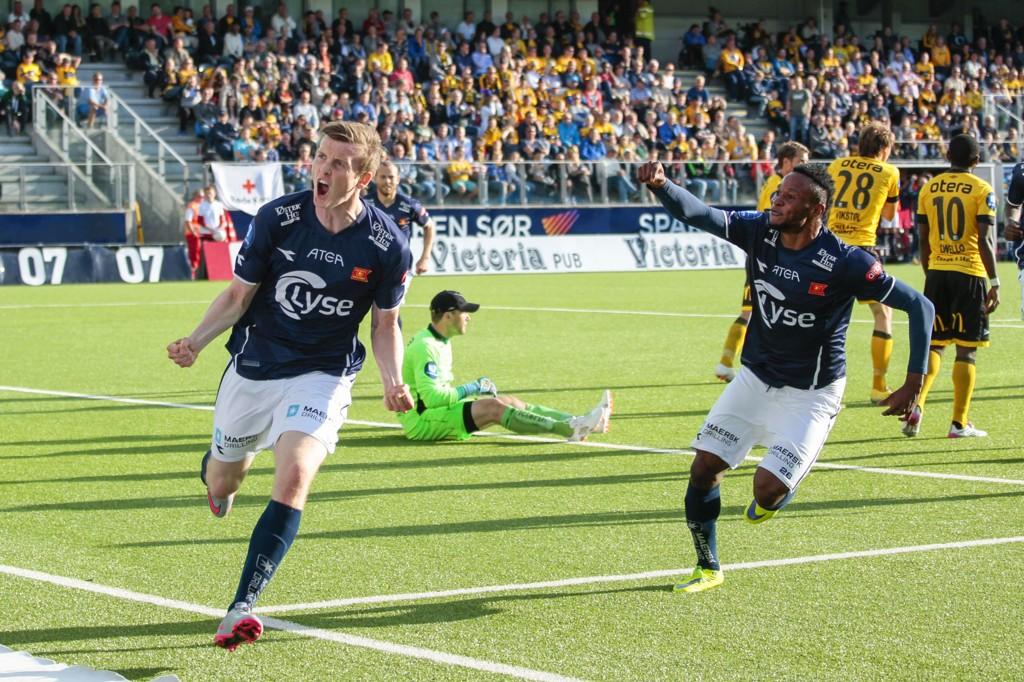 3-0: Jon Dadi Bödvarsson kan juble etter å ha satt inn 3-0 for Viking mot Start.
