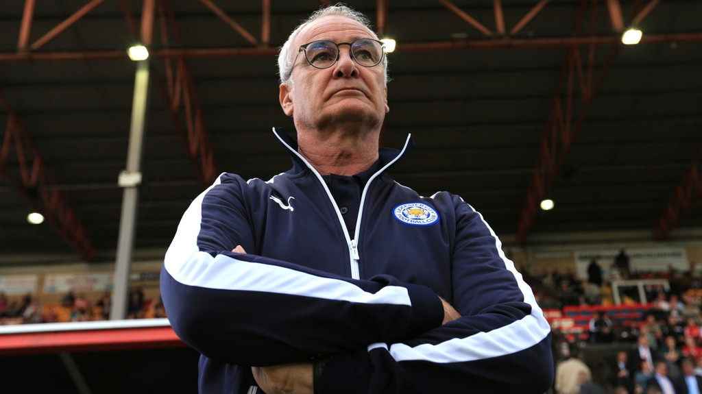 HELT SJEF: Claudio Ranieri, her fotografert nedenfra og opp for å få han til å fremstå mektig.