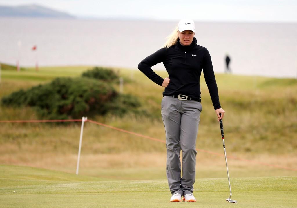 HENGER MED: Golfess Suzann Pettersen.