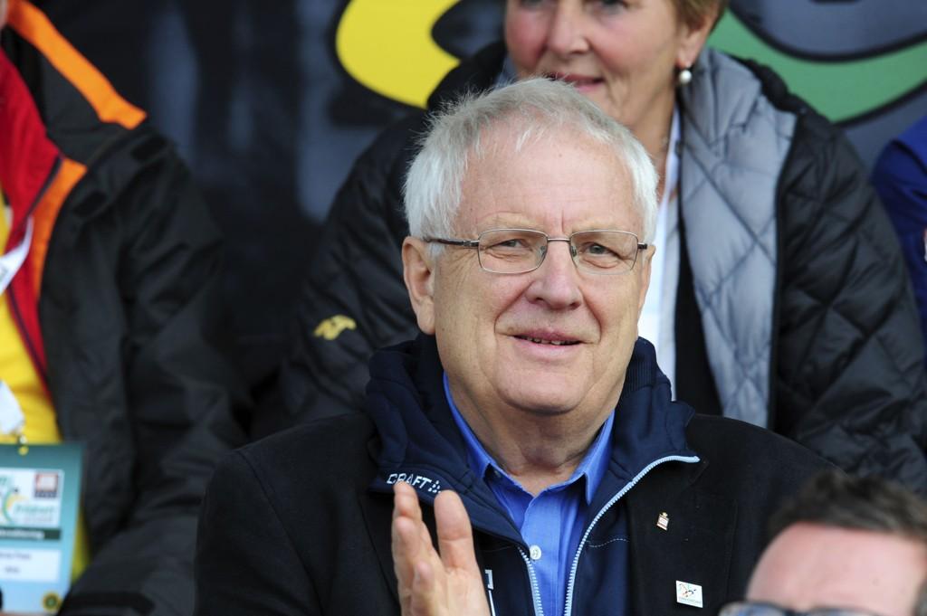 BEKLAGER: Svein Arne Hansen og friidrettsforbundet.