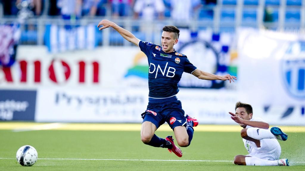 HEI OG HOPP: Gustav Wikheim på flyvetur under 1-0-tapet for Mlada Boleslav.