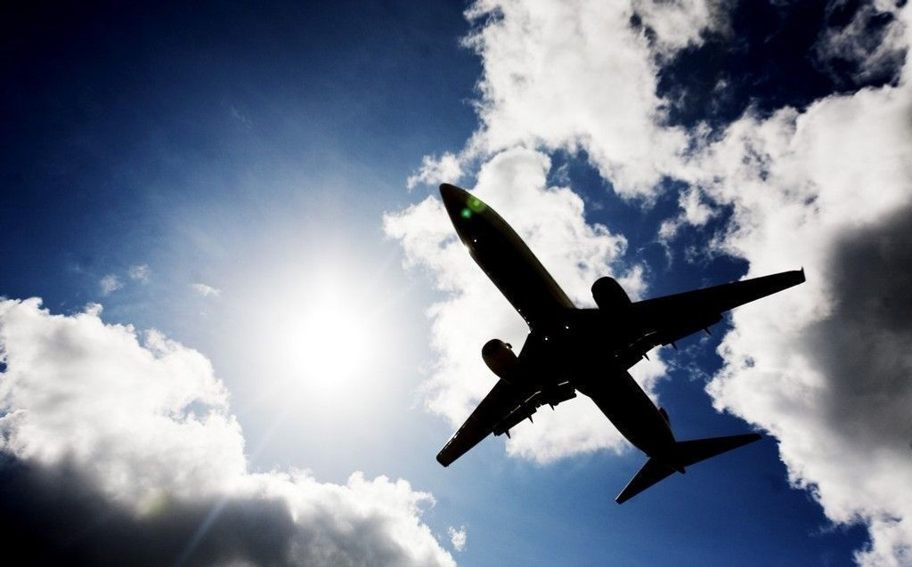 Illustrasjonsbilde: Et fly på vei inn til landing på Gardermoen flyplass i Akershus fredag ettermiddag.