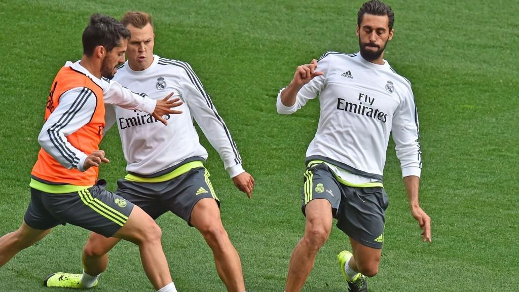 Real Madrid-spillerne Francisco Alarcon (t.v) Denis Cheryshev (midten) og Daniel Carvajal (t.h) på trening tidligere i sommer. FOTO: NTB scanpix