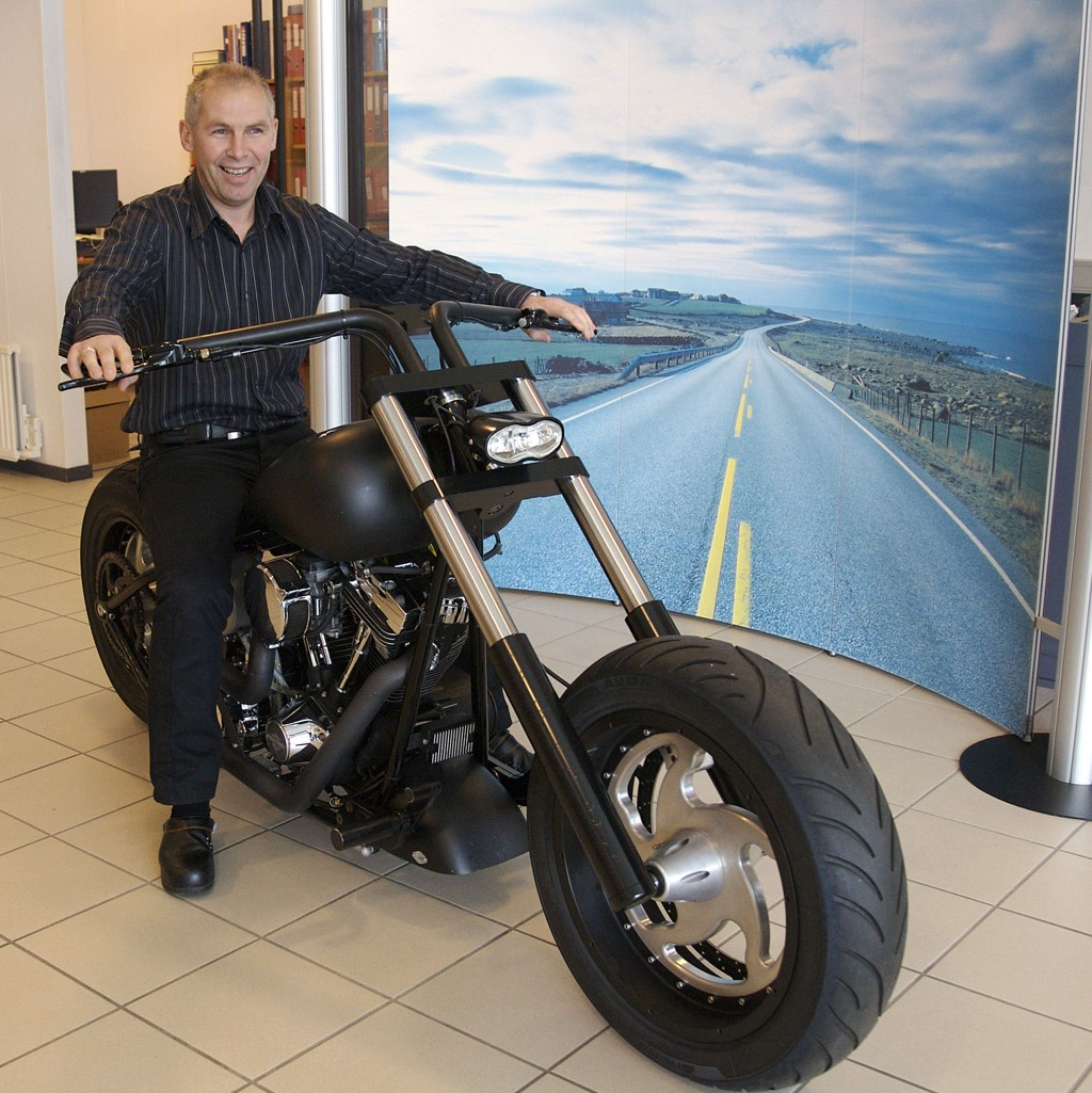 På grunn av gunstige valutakurser holder daglig leder og eier Inge Brigt Aarbakke hjulene i gang i oljeservicebedriften sin.