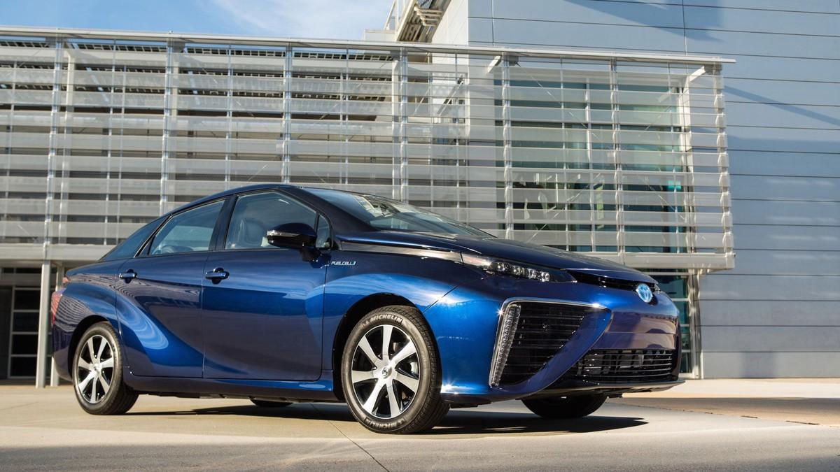 MIRAI: Toyota slipper sin hydrogenbil på det europeiske markedet i løpet av høsten. Selv om bilen er helt avgiftsfri her i Norge, har Toyota merkelig nok bestemt at den ikke kommer hit før til neste år.