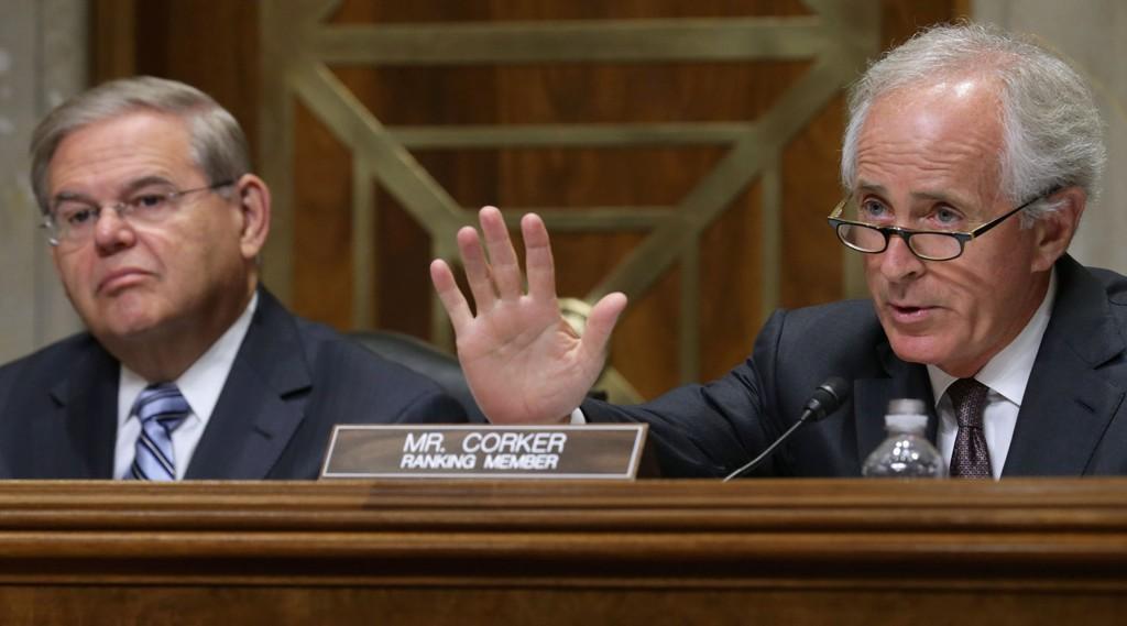 MOTSTANDER: Senator Bob Corker (R) under en høring om Iran-avtalen, som møtes med kraftig kritikk fra republikansk side i USA.