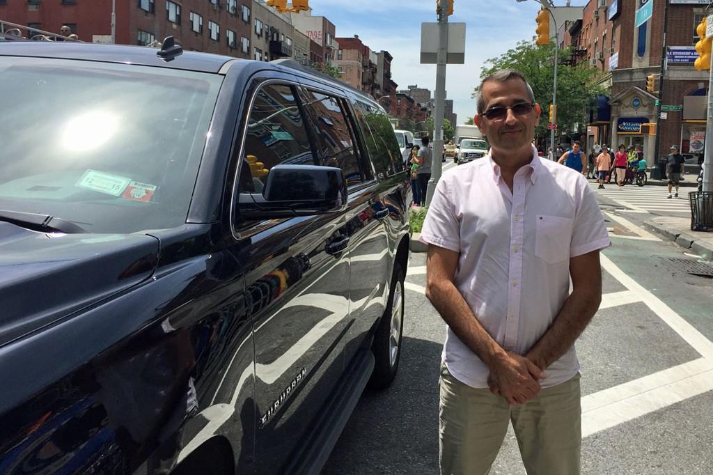 STÅR TIL DISPOSISJON: Ossama Abdelhady og de andre Uber-sjåførene har tatt en kraftig bit av markedet i New York City.