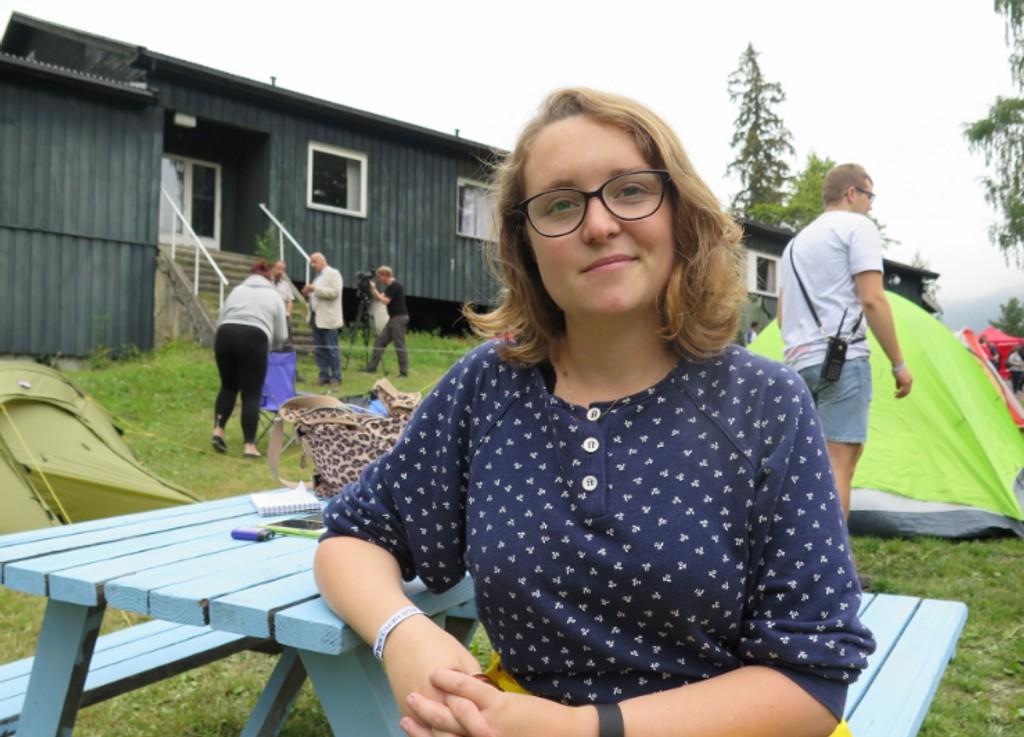 SKJULTE SEG I DETTE HUSET: Ingvild Stensrud holdt seg i ro i bygget bak, etter at hun ble skutt i foten og skulderen. Rundt henne ble syv personer skutt til døde.