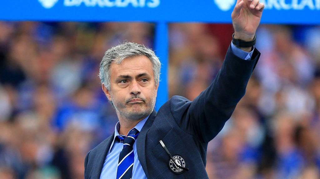 FORLENGET: Chelsea-manager José Mourinho skrev fredag under på en ny fireårskontrakt med Chelsea.
