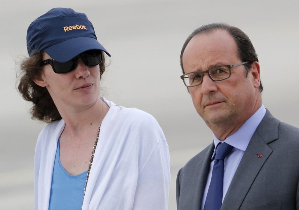 Isabelle Prime som ble tatt som gissel i Jemen i februar, ble fredag mottatt av Frankrikes statsminister François Hollande da hun ankom militærflyplassen Villacoublay nær Paris.
